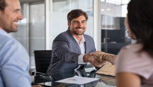 Cómo Negociar un Acuerdo con un Perito de Seguros